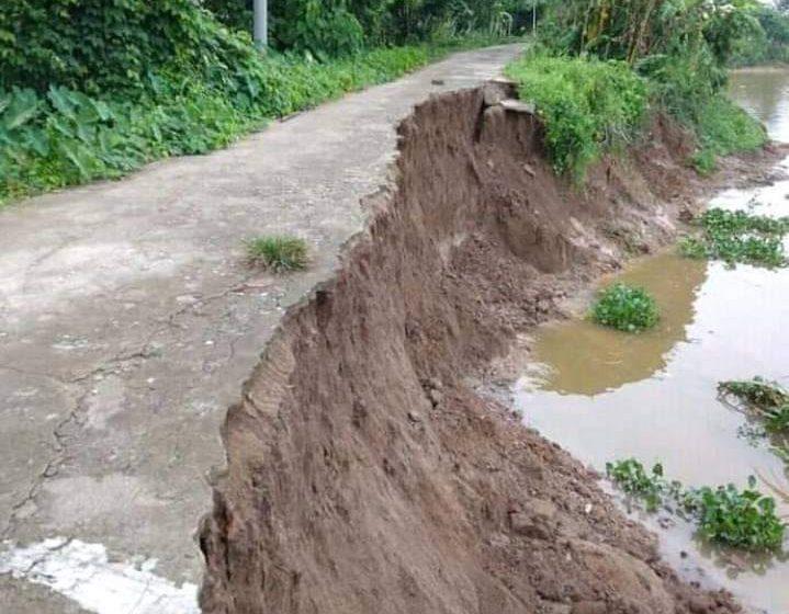 Jalan Penghubung Desa Rantau Bayur – Desa Tebing Abang Amblas dan Terancam Putus