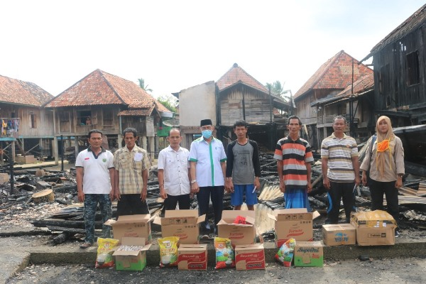 Empat rumah ludes terbakar, pemerintah salurkan bantuan Korban Kebakaran