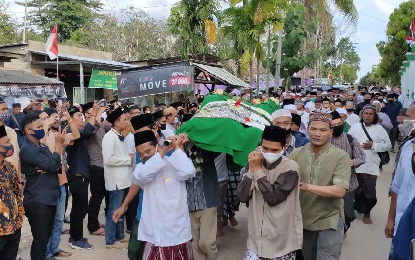 KH M Muddaris SM di Makamkan di Pemakaman Keluarga