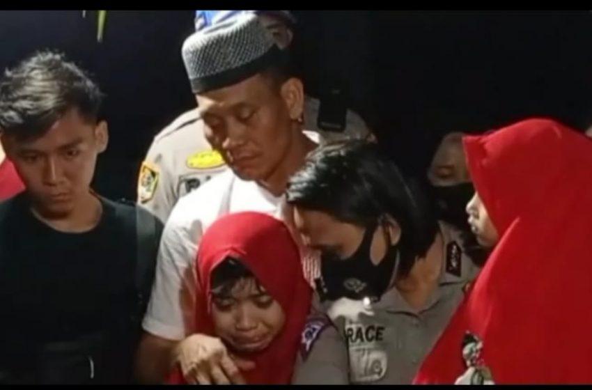 Isak tangis keluarga tak terbendung lagi saat Pemakaman jenazah Bripka Anina