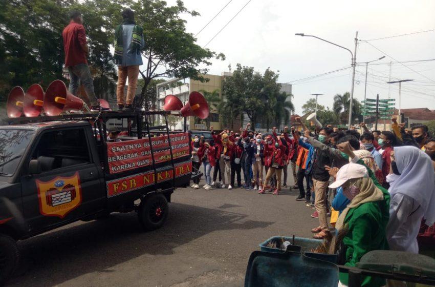 Tolak Omnibus Law, Mahasiswa Datangi Kantor Walikota Palembang
