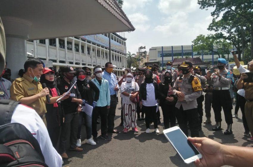 Ratusan Warga Korban Eksekusi PT SUM Datangi Kantor Gubernur