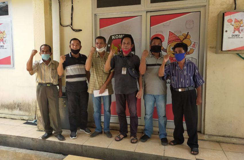 Warga Padang Bindu Datangi KPUD OKU