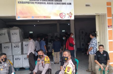 Hadapi Gugatan DHDS Di MK, KPU PALI Bongkar Gudang Logistik