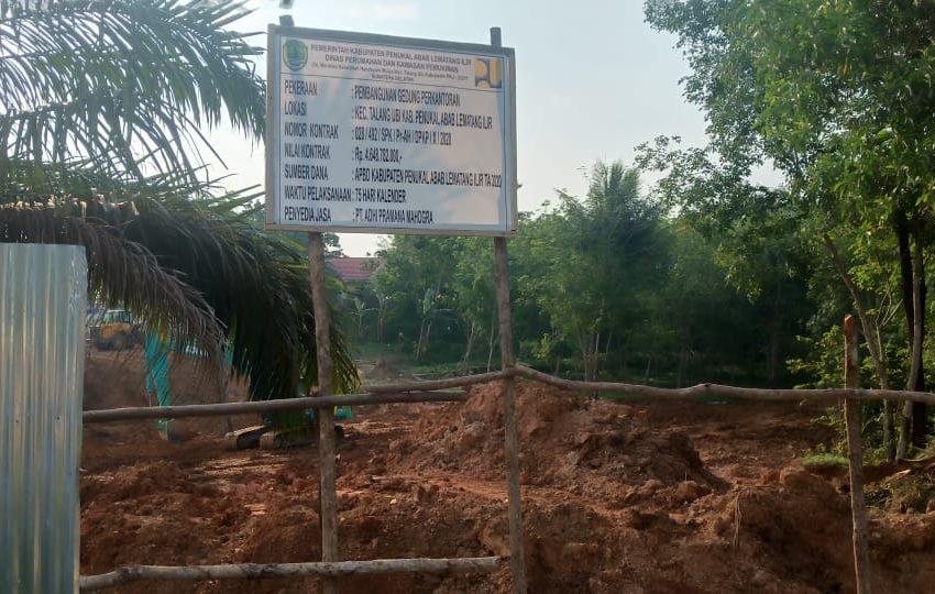 Telan Dana 4,6 Milyaran Rupiah Pembangunan Gedung Perkantoran Di PALI Hanya Gundukan Tanah Saja