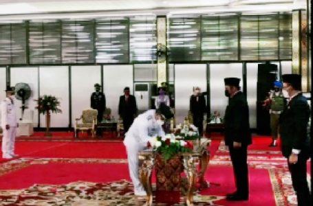 Kuryana Azis dan Johan Anuar dilantik secara terpisah sebagai Bupati dan Wakil Bupati Ogan Komering Ulu (OKU) terpilih periode 2020-2025 oleh Gubernur Sumatera Selatan, Herman Deru di Griya Agung, Jumat (26/2/2021)