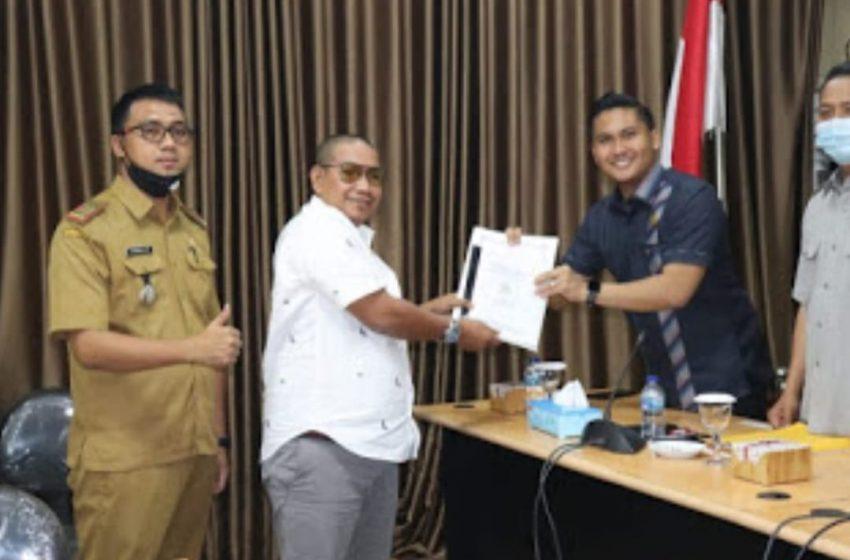 Anggota DPRD Banyuasin Serahkan Hasil Reses