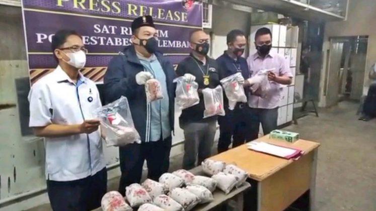 Polisi Temukan 8,3 Ton Ikan Giling Berformalin di Pasar Induk Jakabaring