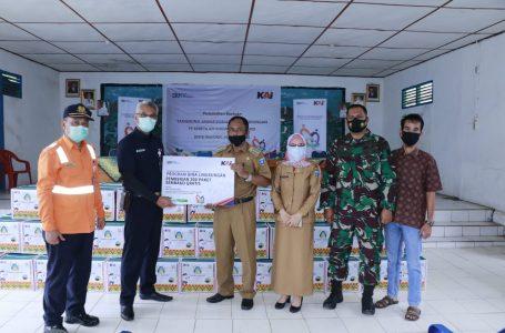 PT KAI Berikan Bantuan CSR  300 Paket Sembako untuk Masyarakat Desa Merapi