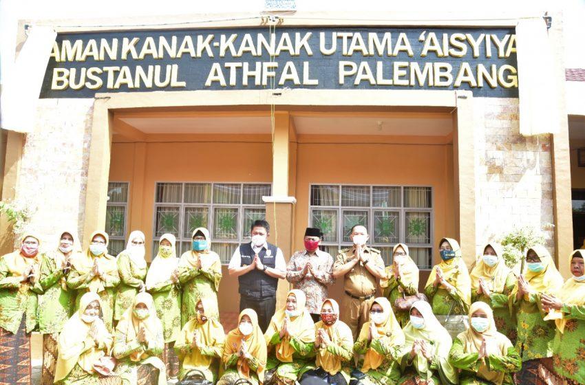 Gubernur Sumsel Bantu Satu Unit Kendaraan Oprasional TK Aisyiyah