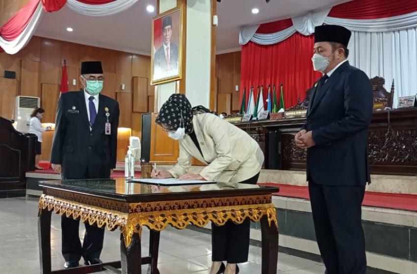Gubernur dan Ketua DPRD Sumsel Tandatangani Dua Raperda Hasil Keputusan Bersama