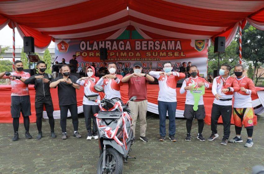 Semarakan HUT TNI, Gubernur Sumsel Bagikan 4 Unit Sepeda Motor Hadiah Doorprize